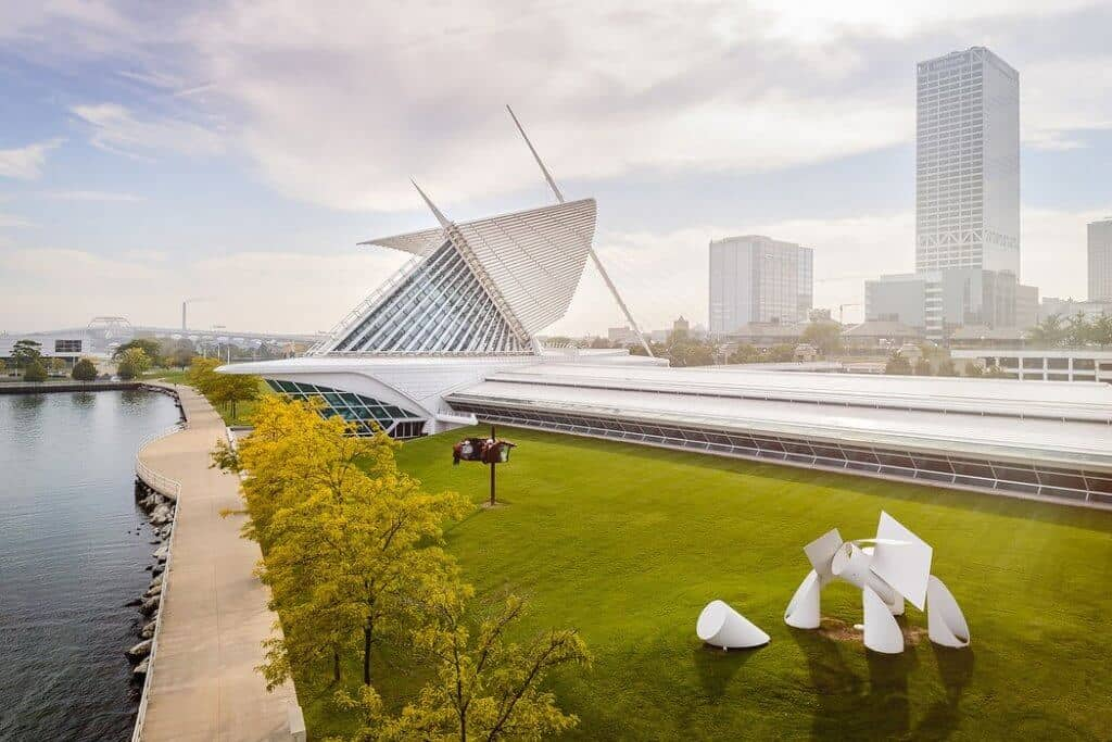 The outside appearence of Milwaukee Art Museum