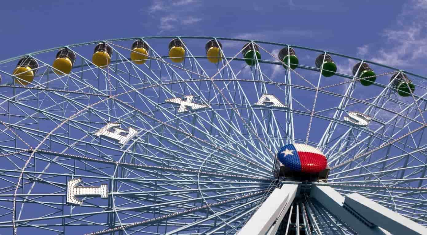 Ferris wheel in Six Flag Texas