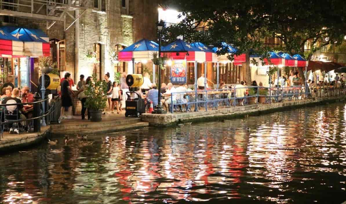 San Antonio river restaurants at night