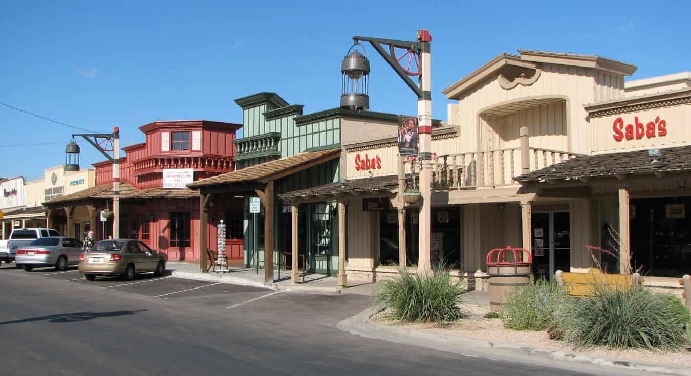 Scottsdale may be a city in its own right, but because it is so close to Phoenix, it's still one of the best neighborhoods in the area